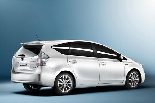 Toyota Prius+02
