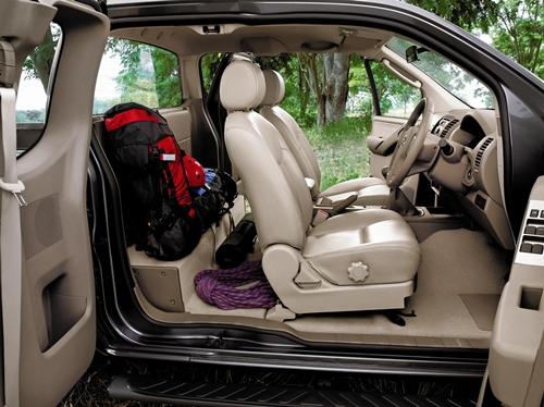 Nissan Navara King Cab 2011.03