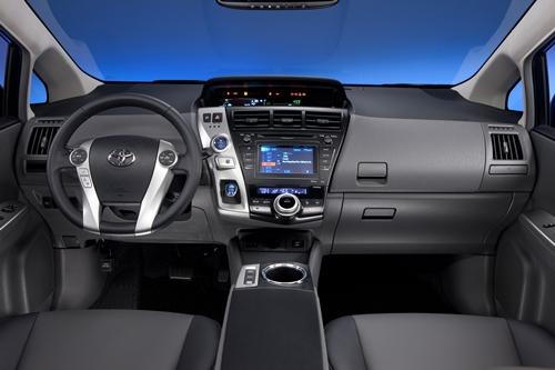 Toyota Prius v 2011.02