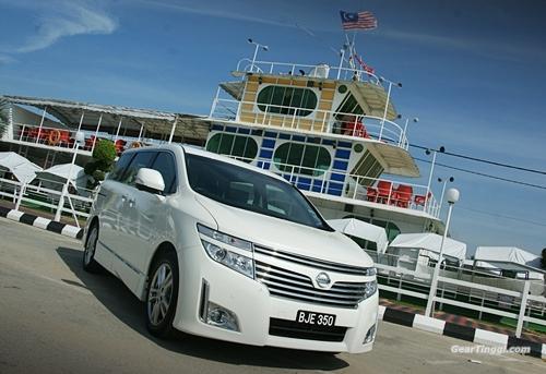 Nissan Elgrand 2013.08