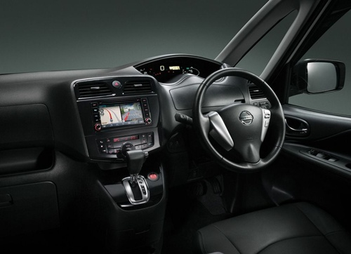 Nissan Serena Hybrid 2013.08
