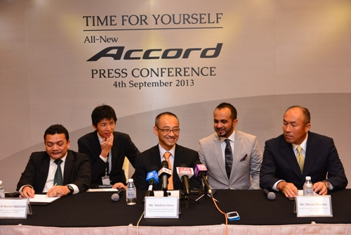 Photo 5 En. Roslan Abdullah, President and COO, Mr. Hideaki Kawano, Assistant to MD, Mr. Yoichiro Ueno, MD and CEO, Mr. Akkbar Danial, Head of Marketing, Mr Masao Nakano, A-LPL of All-New Accord