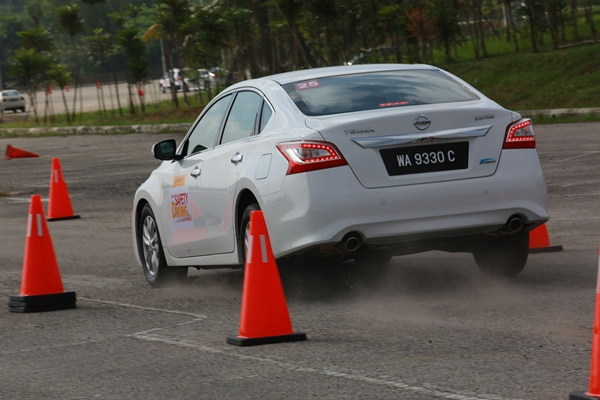 05 Nissan Safety Driving Experience_Emergency Braking