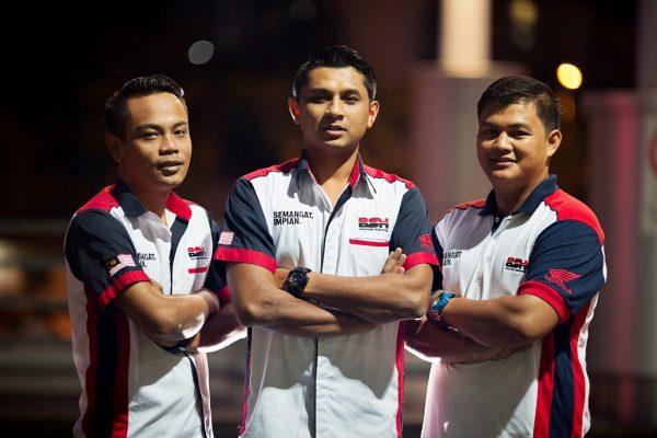 Pasukan Boon Siew Honda Motorsport (Kiri ke kanan - Ketua Jurutera Data, Mohamad Redzuan Bin Kamis, Pengurus Pasukan – Zulhelmi Ahmad, Ketua Mekanik – Muhammad Zarul Bin Sirat